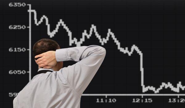 Viele Anleger haben zuletzt von steigenden Aktienkursen profitiert. Doch das nächste Börsentief kommt bestimmt. Wir erklären, wie Anleger Kursgewinne absichern können. / Quelle: Fotolia, Dan Race