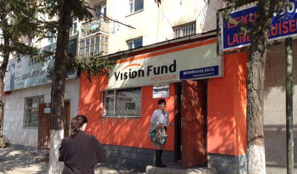 Mikrofinanzinstitute wie dieses in der Mongolei vergeben Mikrokredite, mit denen sich Kleinstunternehmer aus der Armut herausarbeiten können. Mikrofinanzfonds stellen Mikrofinanzinstituten Kapital für solche Darlehen zur Verfügung. Der ECOfondstest hat vier Mikrofinanzfonds geprüft. / Foto: C-Quadrat