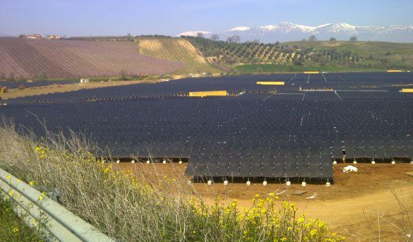 Italienischer Solarpark von Enel. Die Aktie des Energiekonzerns gehört zu den größten Beteiligungen des DnB ECO Absolute Return. / Foto: Enel