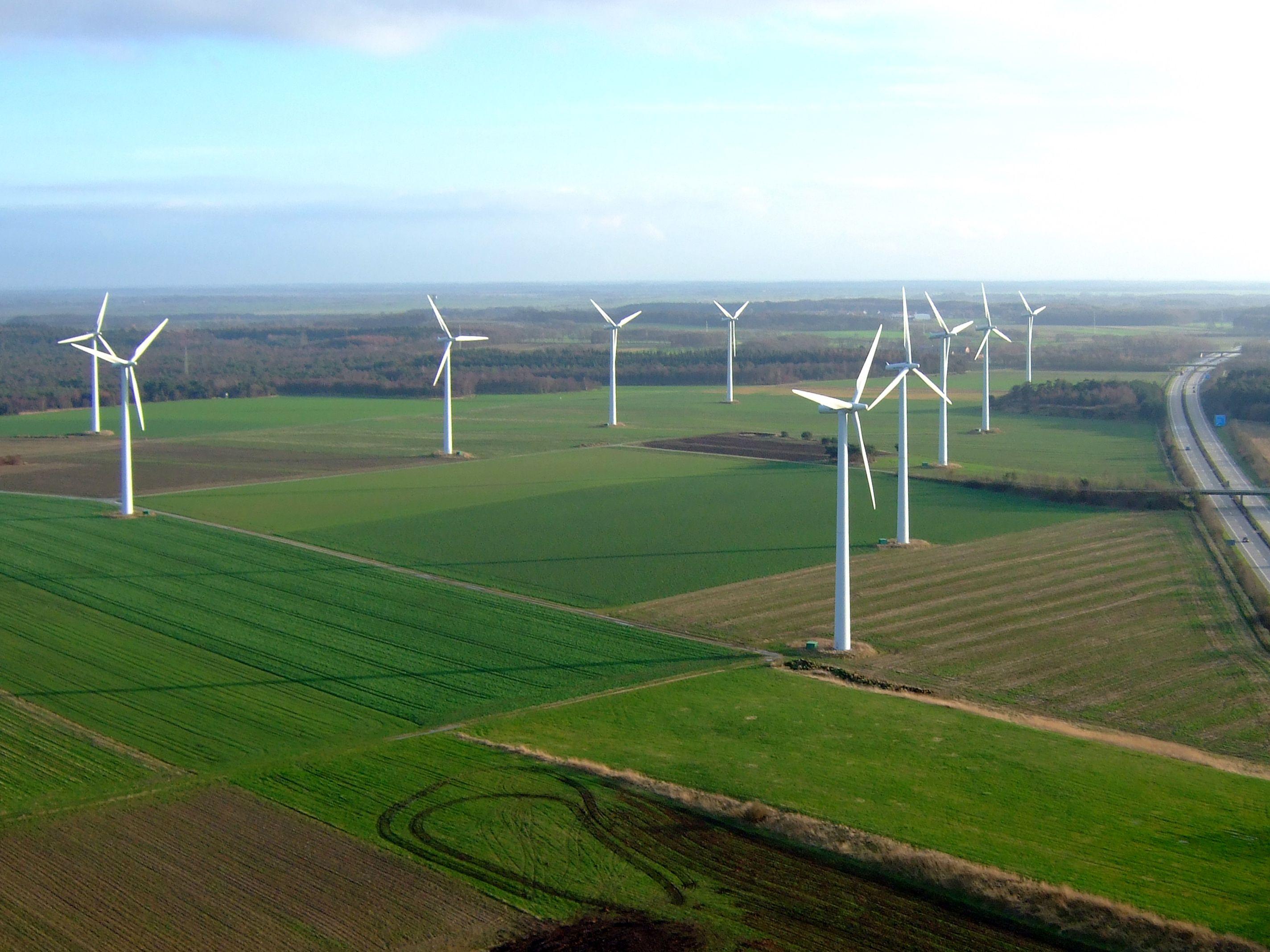 Die Energiekontor AG betreibt Windkraftanlagen in Deutschland und im Ausland. Im Bild der Windpark Beckum. / Foto: Energiekontor