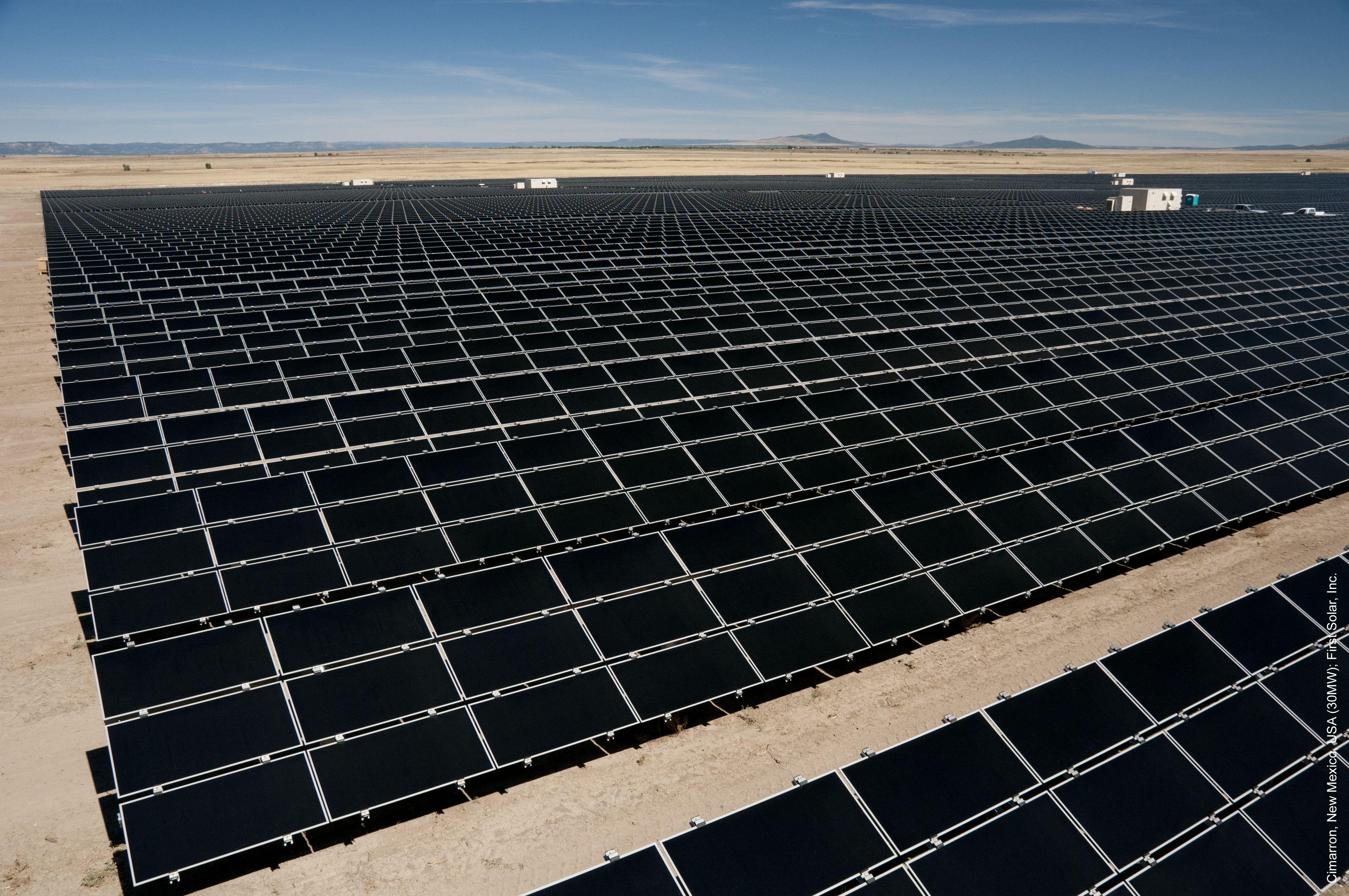 Solarkraftwerk von First Solar: Der Solarkonzern hat das erste Quartal nur aufgrund des Verkaufs eines solchen Großprojektes mit Gewinn abschließen können. / Foto: First Solar