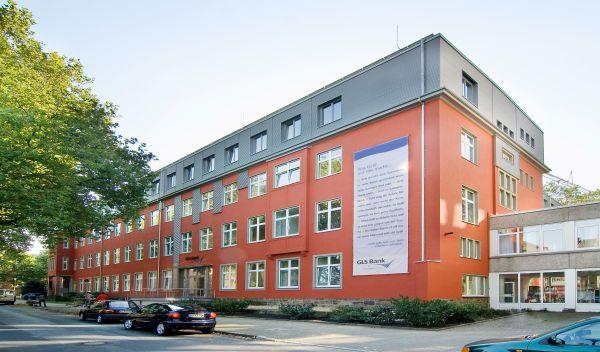 Der Hauptsitz der GLS Bank in Bochum. Wie diese finanzieren nachhaltige Banken ökologische oder soziale Projekte. Der Überblick der Konditionen zeigt, welche Zinsen alternative Banken Kunden für Festgeldanlagen bieten. / Foto: UnternehmenBank (umgebautes Gebaeude).  Copyright: Frank Rogner, Tel. +49 234 3382767 oder +49 171 2122488,  C h r i s t s t r. 7, 44789 B o c h u m,  V e r o e f f e n t l i c h u n g  h o n o r a r p f l i c h t i g  n a c h MFM, N a m e n s n e n n u n g und B e l e g e x e m p l a r.  Kto.: 803160501 - BLZ 430 800 83 - D r e s d n e r  B a n k  B o c h u m.