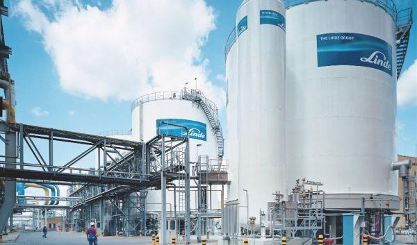 Der RobecoSAM Smart Materials Fund, einer der erfolgreichsten nachhaltigen Aktienfonds in 2016, setzt stark auf die deutsche Linde AG. Das Bild zeigt eine sogenannte Zuftzerlegungsanlage des auf Wasserstofftechnologie spezialisierten Dax-Konzerns. / Foto: The Linde Group
