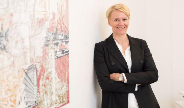 Jennifer Brockerhoff ist Bankkauffrau und ECOanlageberaterin. Sie empfiehlt im Musterdepot einen Mix aus Nachhaltigkeitsfonds. / Foto: Jennifer Brockerhoff