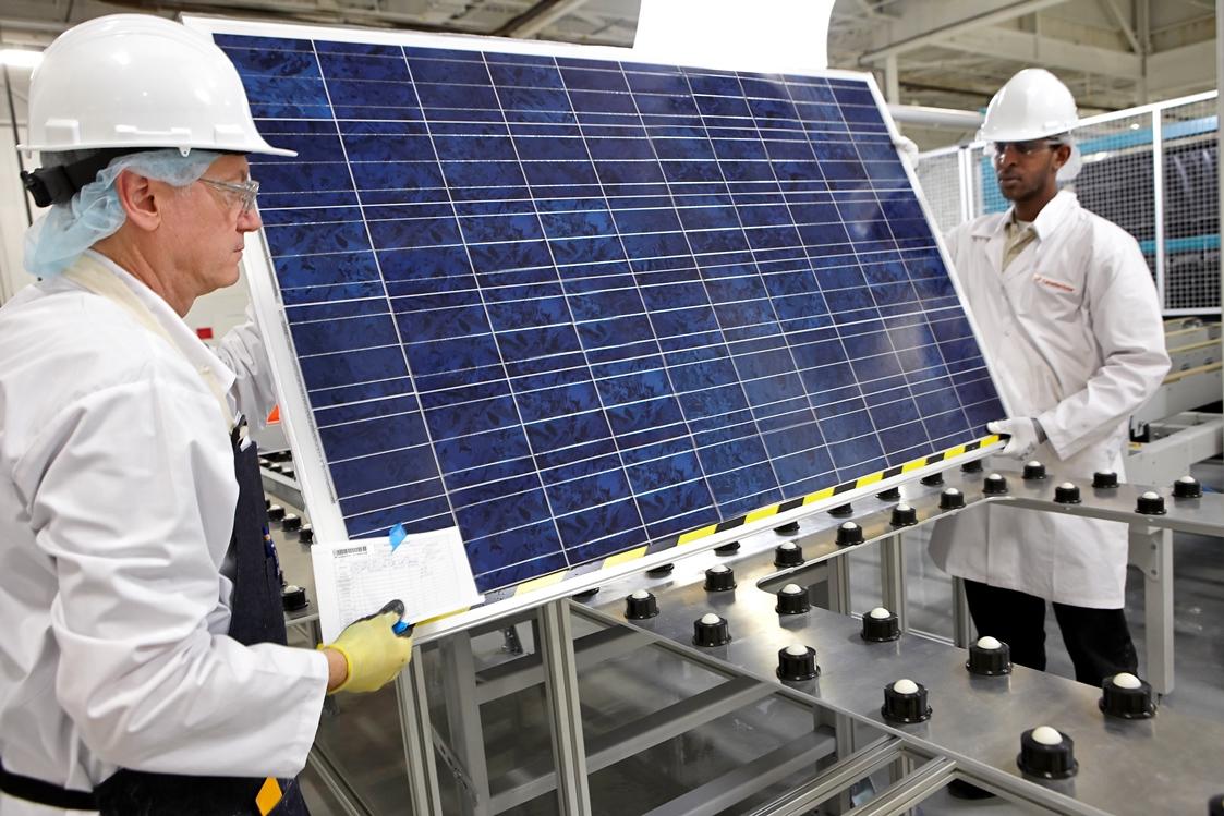Canadian Solar ist einer der größten Solarhersteller der Welt. Daher trifft den Konzern auch der starke Preisverfall bei Solarmodulen. Aber er hat Aussicht auf hohe Einnahmen aus dem Projektgeschäft. / Foto: Canadian Solar