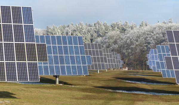 Das Nachrangdarlehen te energy sprint Festzins I soll unter anderem Solaranlagen finanzieren. Im Bild der UDI-Solarpark Ingolstadt. / Foto: UDI
