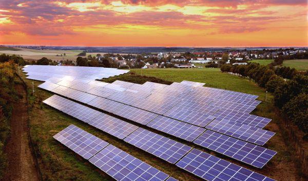 Ein Wattner-Solarkraftwerk in Burgstädt (Sachsen): Das Unternehmen aus Köln übernimmt sowohl die Projektplanung, die Errichtung als auch die Betriebsführung seiner Solarparks. / Foto: Wattner