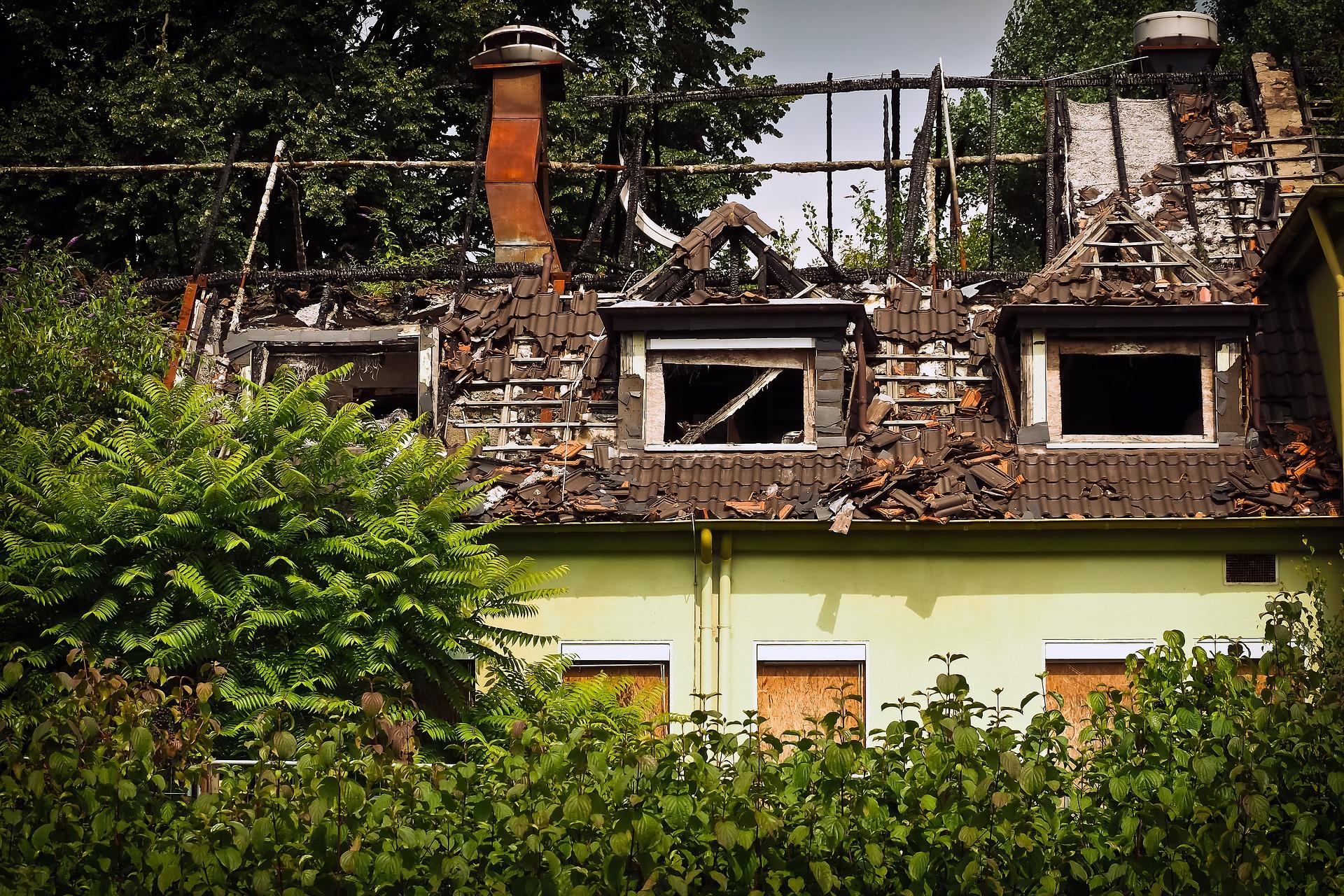 Als Rückversicherer deckt die Hannover Rück vielfältige Schäden ab, Schäden durch Brände ebenso wie durch Naturkatastrophen. / Foto: Pixabay