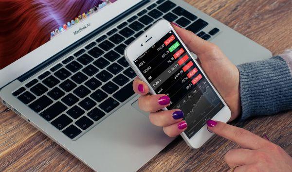 Synthetische ETFs mit Swap haben eine komplizierte Struktur: Der Swap ist dazu da, den Unterschied zwischen der Wertentwicklung der Werte im Fonds und dem Index auszugleichen. / Foto: Pixabay