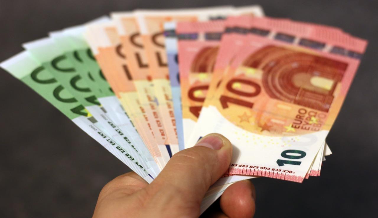 Langsam aber sicher investieren die deutschen Sparer ihr Geld anders. Das zeigt eine Bundesbank-Umfrage. Bei GLS Bank, Evangelische Bank und Co. erhalten Kunden eine Vielzahl an Angeboten für das nachhaltige Investment. / Foto: Pexels
