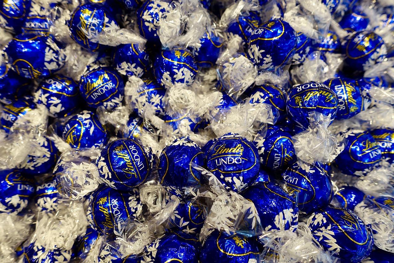 Pralinen von Lindt & Sprüngli: Der Schweizer Schokoladenproduzent zählt zu den nachhaltigsten Herstellern seiner Branche. / Foto: Pixabay