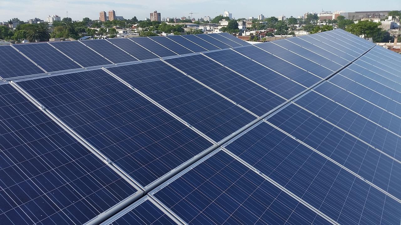 ReneSola will verstärkt Umsätze aus dem Geschäft mit Solarparks erwirtschaften. Denn die Einnahmen aus Solarmodul-Verkauf sind stark gesunken. Ob das dem Solarkonzern gelingt, ist fragwürdig. / Foto: Pixabay