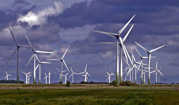 Eine von Naturstrom und Deutscher Umwelthilfe (DUH) präsentierte Studie der Deutschen WindGuard GmbH zeigt: Alte Windräder produzieren äußerst günstig Strom. Wenn sie aber keine EEG-Förderung mehr erhalten, ist ein wirtschaftlicher Betrieb fast unmöglich. / Foto: Pixabay